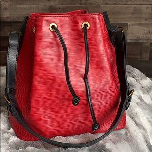 ⭐️price is firm⭐️Louis Vuitton Red Epi bucket